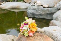 Beau bouquet pour la jeune mariée le jour du mariage Photographie stock