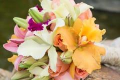 Beau bouquet pour la jeune mariée le jour du mariage Photos libres de droits