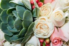 Beau bouquet pour la jeune mariée le jour du mariage Photo libre de droits