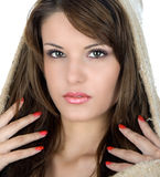 Beau brunette avec le capot Photo libre de droits