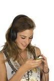Beau brunette avec MP3-player Images libres de droits