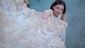 beau brunette de plage La Grèce clips vidéos