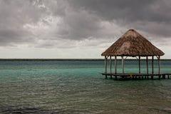Beau bungalo sur le compartiment de Mexicain d'été Images libres de droits