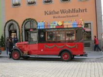 Beau bus de Noël Photos libres de droits