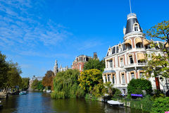 Beau canal d'Amsterdam Photos stock