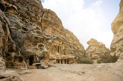 Beau canyon de grès en Jordanie - PETRA Sept merveilles de nouveau monde ont appelé PETRA Fond naturel Endroit de tourisme Images libres de droits