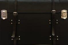 Beau cas en cuir avec des casiers en métal Photo libre de droits