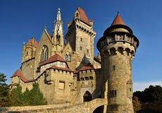Beau château médiéval de Kreuzenstein dans le village de Leobendorf Près de Vienne, l'Autriche - l'Europe Jour d'automne photographie stock