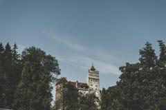 Beau château mystérieux de son Résidence de vampire de Dracula dans les forêts de la Roumanie images stock