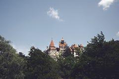 Beau château mystérieux de son Résidence de vampire de Dracula dans les forêts de la Roumanie photo stock