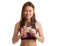 Beau chocolat asiatique sain d'amour de fille Photographie stock libre de droits