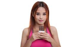Beau chocolat asiatique sain d'amour de fille Photos stock