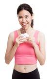 Beau chocolat asiatique sain d'amour de fille Image libre de droits