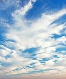 Beau ciel bleu avec des nuages Photo libre de droits