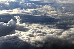 Beau ciel bleu avec le fond de nuages Opacifie le ciel bleu Ciel avec le bleu de nuage de nature de temps de nuages Images libres de droits