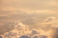 Beau ciel bleu avec le fond de nuages Vue supérieure image stock