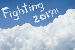 Beau ciel bleu et nuage blanc Jour ensoleillé cloudscape fermez-vous vers le haut du nuage texte combattant 2017 fin du concept d Photo stock