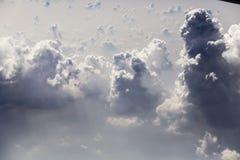 Beau ciel par la fenêtre plate Photographie stock libre de droits