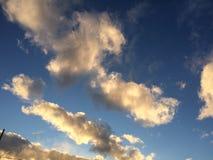 Beau ciel scénique pendant un coucher du soleil Images stock