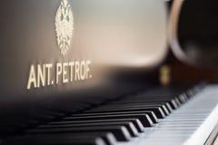 Beau clavier de piano avec le foyer sélectif Couleur chaude Photographie stock libre de droits
