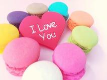 Beau coeur d'amour avec le macaron Image stock