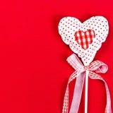 Beau coeur de valentines au-dessus de fond rouge avec le copyspace. V Images libres de droits