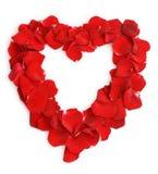 Beau coeur des pétales roses rouges Photo stock