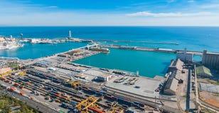 Beau commerce bleu dans les ports industriels de l'Espagne à Barcelone photographie stock