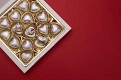 Beau concept d'amour pour le jour de valentines Boîte douce ouverte avec les bonbons en forme de coeur à chocolat à l'intérieur Photo libre de droits