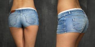 Beau corps de femme dans des shorts de jeans de denim Photographie stock libre de droits