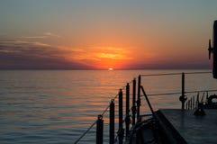 Beau coucher du soleil à la mer Photos stock
