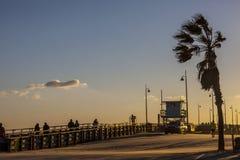 Beau coucher du soleil à la plage de Venise à Los Angeles, la Californie Image libre de droits