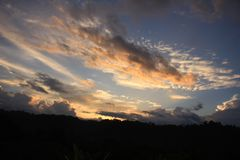 Beau coucher du soleil au Bornéo du nord Photo libre de droits