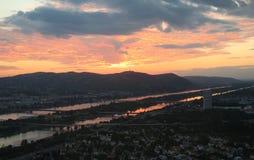 Beau coucher du soleil au-dessus de capitale Vienne d'Austrias Images libres de droits