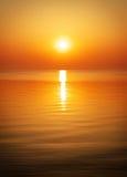 Beau coucher du soleil au-dessus de l'océan Photographie stock libre de droits