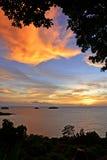 Beau coucher du soleil au-dessus de la mer en Koh Chang, Trat Images libres de droits