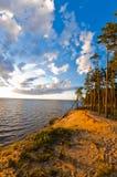 Beau coucher du soleil au-dessus de lac Photo stock