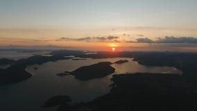 Beau coucher du soleil au-dessus de mer, vue aérienne Île Philippines de Busuanga Image stock