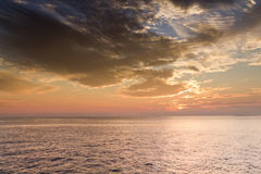 Beau coucher du soleil au-dessus des eaux d'océan de Key West la Floride Photographie stock