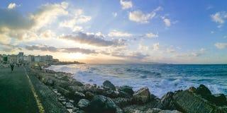 Beau coucher du soleil au port de Héraklion Photographie stock