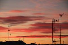 Beau coucher du soleil avec le ciel coloré dans la ville d'Elche, Alicante, Espagne photographie stock