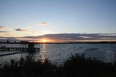 Beau coucher du soleil d'été chez Chasewater, le Staffordshire photographie stock libre de droits