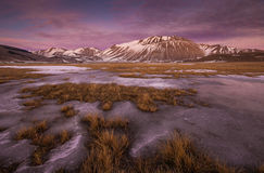 Beau coucher du soleil d'hiver - Castelluccio di Norcia Images libres de droits