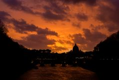 Beau coucher du soleil d'horizon de Rome photo stock