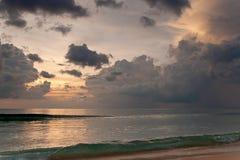 Beau coucher du soleil d'océan images stock