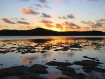 Beau coucher du soleil dans Aitutaki, îles Cook Images libres de droits
