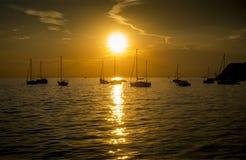 Beau coucher du soleil dans la ville d'Ankaran, Mer Adriatique, Slovénie Photo stock