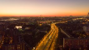 Beau coucher du soleil dans la ville Photo aérienne image libre de droits