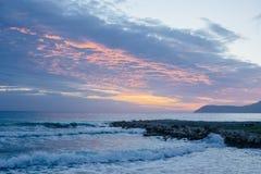 Beau coucher du soleil de mer Photos stock