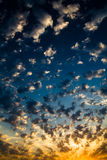 beau coucher du soleil de nuages Photo stock